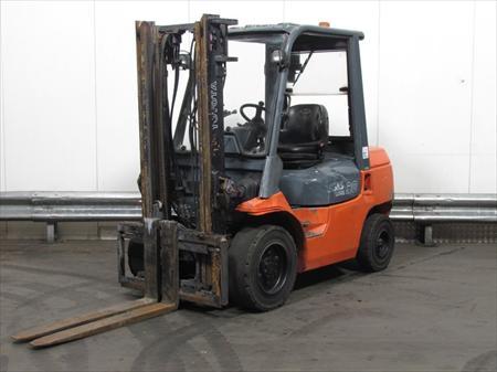 chariot l vateur 3t diesel toyota 62 7fdf30 13500 62136 la couture pas de calais nord. Black Bedroom Furniture Sets. Home Design Ideas