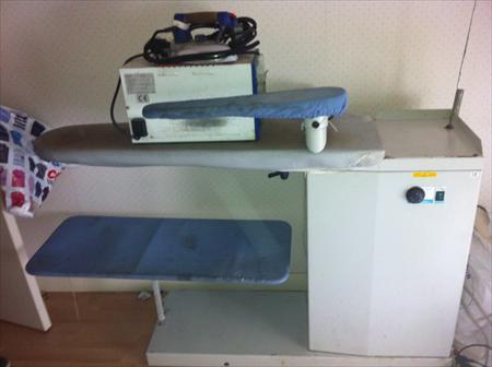 tables repasser tables d tacher professionnelles en ile de france occasion ou destockage. Black Bedroom Furniture Sets. Home Design Ideas