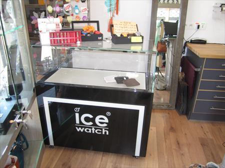 meuble vitrine 3 tiroirs ice watch 400 56100 lorient morbihan bretagne annonces achat. Black Bedroom Furniture Sets. Home Design Ideas