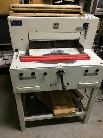 massicots machines de d coupe imprimerie en france. Black Bedroom Furniture Sets. Home Design Ideas