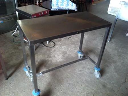 table inox sur roulettes en l800 x p600 x h850 220 47200 marmande lot et garonne. Black Bedroom Furniture Sets. Home Design Ideas