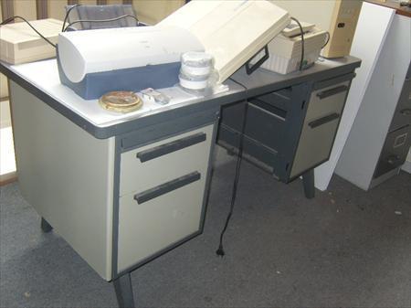 Bureau m tallique et meuble de rangement 20 49400 for Meuble bureau metallique
