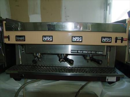 machine a cafe 3 groupes bon etat unic 450 13010. Black Bedroom Furniture Sets. Home Design Ideas