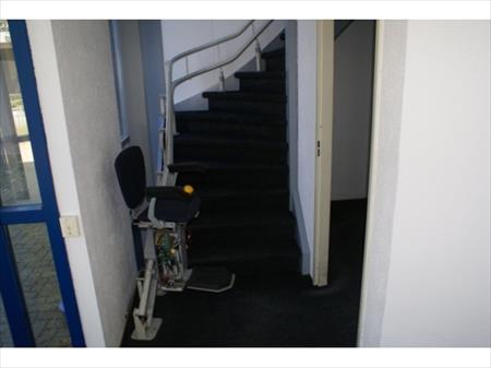 Monte escalier pour personnes mobilit r duite 20 for Prix monte escalier