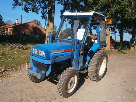 tracteurs agricoles en auvergne occasion ou destockage toutes les annonces pas cher. Black Bedroom Furniture Sets. Home Design Ideas