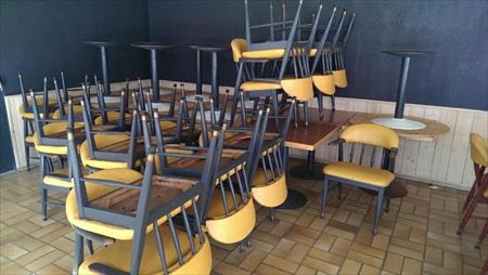 Tables et chaises assortis salle bar restaurant en france - Chaise de restaurant a vendre occasion ...