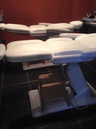 Table de massage electrique 1200 69720 saint - Table de massage electrique occasion ...