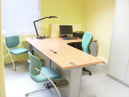 mobilier de bureau d 39 occasion haut de gamme steelcase herman miller 61600 la fert mac. Black Bedroom Furniture Sets. Home Design Ideas