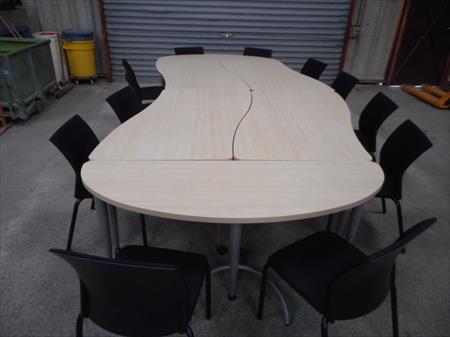 table de r union et 12 chaises 380 88300 neufchateau vosges lorraine annonces achat. Black Bedroom Furniture Sets. Home Design Ideas