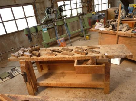 etabli de menuisier outils anciens en bois 50. Black Bedroom Furniture Sets. Home Design Ideas