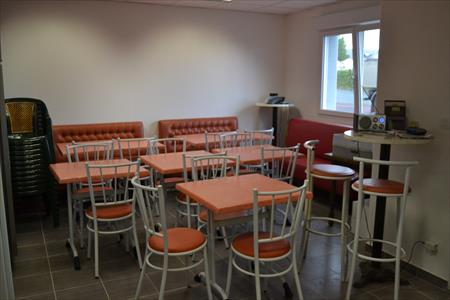 Tables et chaises assortis salles bar restaurant en basse - Tables et chaises de restaurant d occasion ...