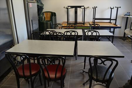 tables et chaises assortis salle bar restaurant en basse normandie ... - Chaise Restaurant Occasion Belgique