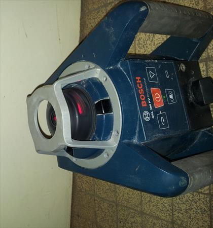 Lasers niveaux de chantier en france belgique pays bas for Laser spit cl 30 prix