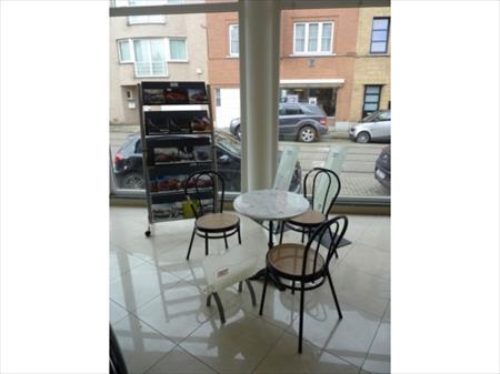 Tables et chaises assortis salle bar restaurant en france - Restaurant bruay porte nord ...