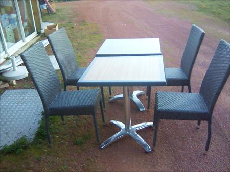 Tables et chaises assortis terrasse bar restaurant en - Table chaise terrasse ...