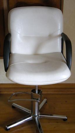 fauteuils de coiffure en france belgique pays bas luxembourg suisse espagne italie maroc. Black Bedroom Furniture Sets. Home Design Ideas