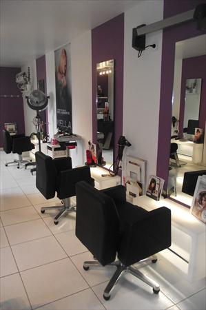 Mobilier salon de coiffure wellonda 11000 37530 for Mobilier salon professionnel