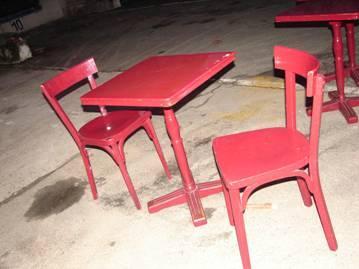 table en bois vernis rouge 28 77290 mitry mory seine et marne ile de france annonces. Black Bedroom Furniture Sets. Home Design Ideas