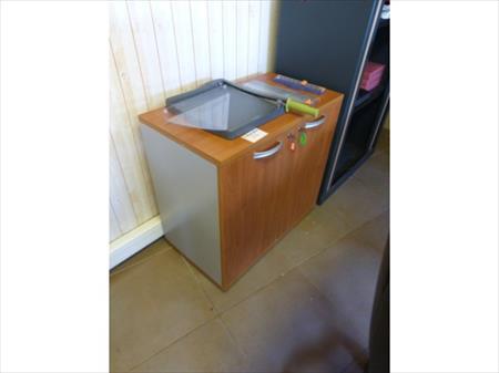 Table bureau armoire a volets meuble 2 portes for Accessoire de bureau professionnel