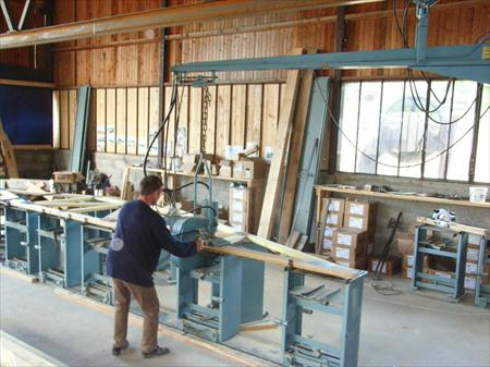 Machine presse pour charpentes fermettes en bois mitek for Presse agrume professionnel occasion