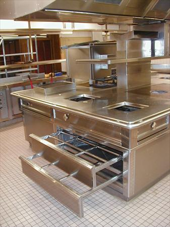 Super piano cuisine central tout inox avec hotte matinox for Piano de cuisine occasion