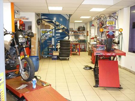 Ensemble complet outillage atelier moto marolotest 8000 for Outillage professionnel garage automobile