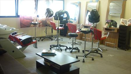 salon de coiffure complet 1800 79200 parthenay deux s vres poitou charentes annonces. Black Bedroom Furniture Sets. Home Design Ideas
