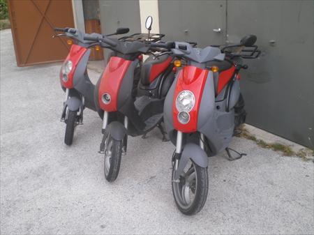 scooters de livraison 2 roues avec caisson en france belgique pays bas luxembourg suisse. Black Bedroom Furniture Sets. Home Design Ideas