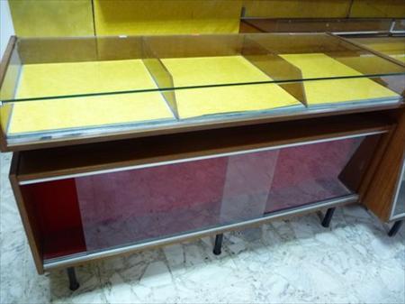 meuble vitrine avec tiroir caisse 70 13310 st martin de crau bouches du rhone provence. Black Bedroom Furniture Sets. Home Design Ideas