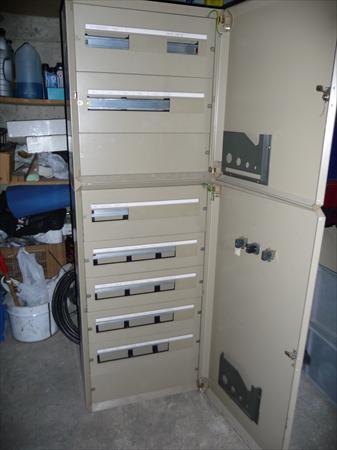 je vends suite d montage armoire lec industrielle merlin gerin 250 69003 caluire rhone. Black Bedroom Furniture Sets. Home Design Ideas