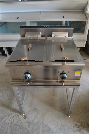 friteuse double bac whirlpool 600 14540 bourguebus calvados basse normandie annonces. Black Bedroom Furniture Sets. Home Design Ideas