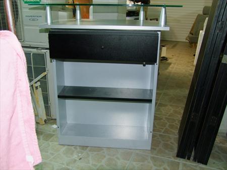 comptoir de caisse pour magasin occasion table de lit a roulettes. Black Bedroom Furniture Sets. Home Design Ideas