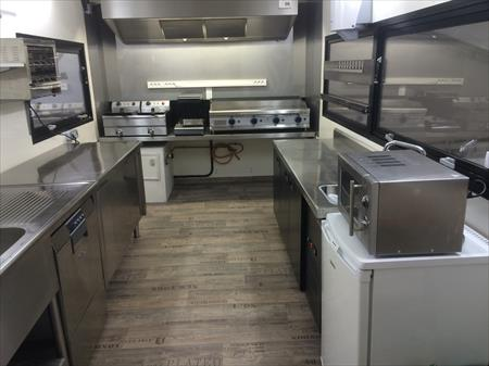 Snack friterie restaurant semi remorque 110000 for Achat materiel restauration