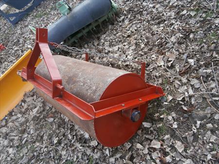 rouleau a gazon pour micro tracteur 280 63160 montmorin puy de dome auvergne annonces. Black Bedroom Furniture Sets. Home Design Ideas