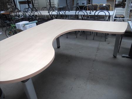 grand bureau d 39 angle professionnel 95 30700 uzes gard languedoc roussillon annonces. Black Bedroom Furniture Sets. Home Design Ideas