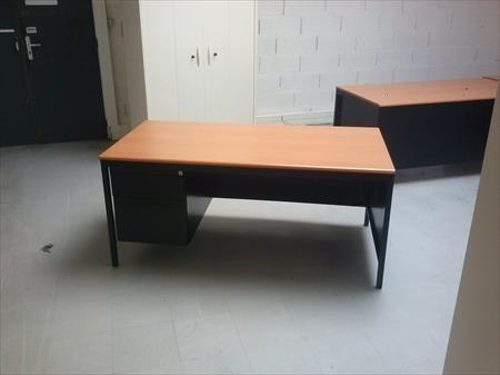 bureaux droits 1m60 x 80cm noir merisier caisson 99 44600 saint nazaire loire. Black Bedroom Furniture Sets. Home Design Ideas