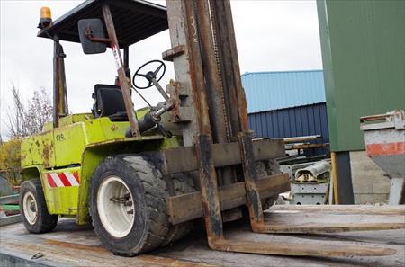 chariot el vateur diesel 4 tonnes clark 3800 18000 bourges cher centre annonces achat. Black Bedroom Furniture Sets. Home Design Ideas