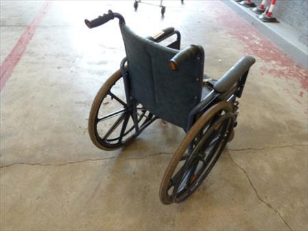 chaise roulante pliable vermeiren vermeiren 20 athus nord pas de calais belgique. Black Bedroom Furniture Sets. Home Design Ideas