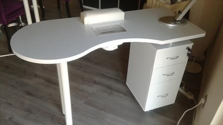 tables de manucure en france belgique pays bas luxembourg suisse espagne italie maroc. Black Bedroom Furniture Sets. Home Design Ideas