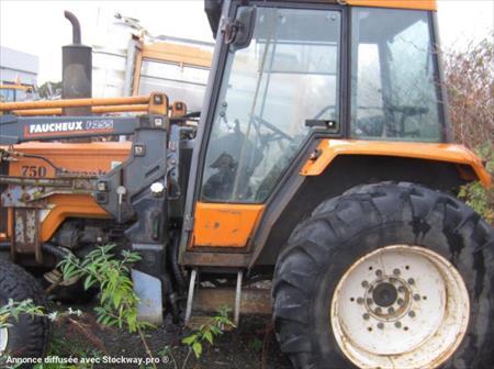 tracteur agricole renault 750 mi bm 885 z 2800 80026 amiens somme picardie annonces. Black Bedroom Furniture Sets. Home Design Ideas