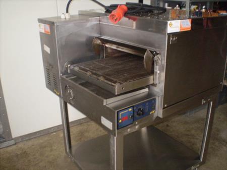 four pizza avec convoyeur electrique 380 ou 220 v capic 2800 59440 dompierre sur