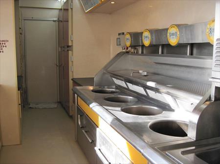 Friterie semi remorque trouillet 49000 59270 for Equipement professionnel restauration rapide