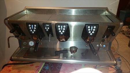 machine a caf 3 groupes la san marco 100t la san marco. Black Bedroom Furniture Sets. Home Design Ideas