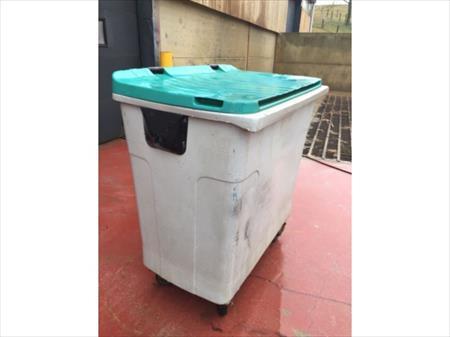 poubelle conteneur mobile 750 litres 10 ethe nord pas de calais annonces achat vente. Black Bedroom Furniture Sets. Home Design Ideas