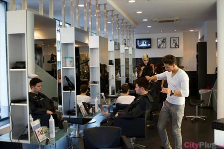 Mobilier salon de coiffure toni guy coiffeur toni guy for Mobilier salon professionnel